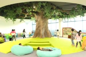 Keren ya? Ini area bermain anak di Perpustakaan Perbadanan Awam Selangor, Malaysia.